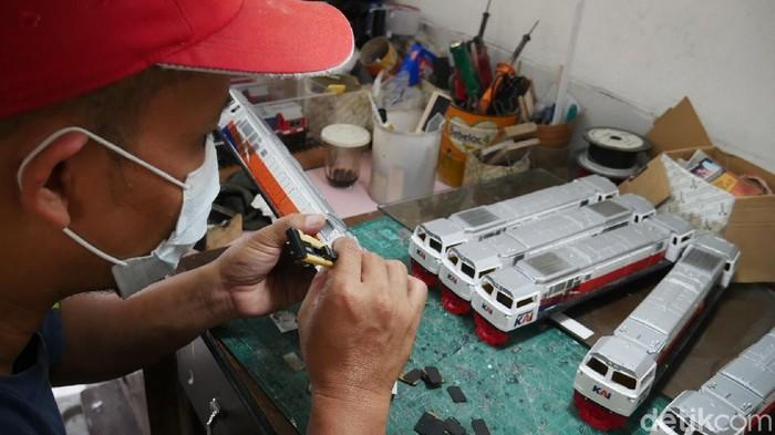 Pembuatan miniatur kereta api