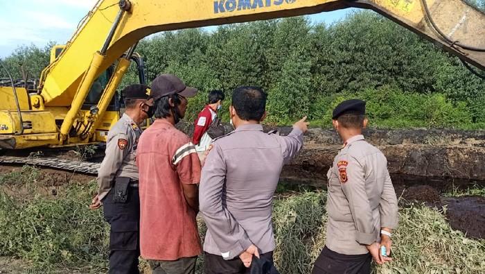 Polisi menyelidiki penemuan tengkorak manusia di dalam mobil di Jambi
