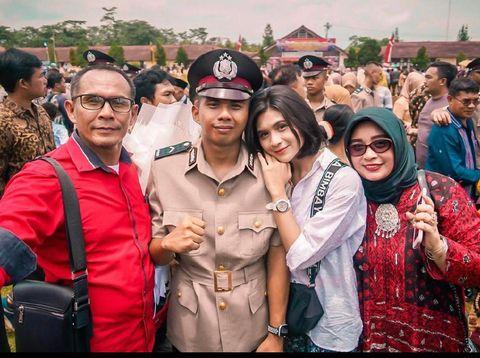 Polwan asal Grobogan, Jawa Tengah yang viral di media sosial.