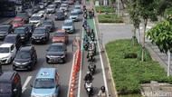 Potret Jalur Sepeda Jalan Sudirman yang Diserobot Pemotor