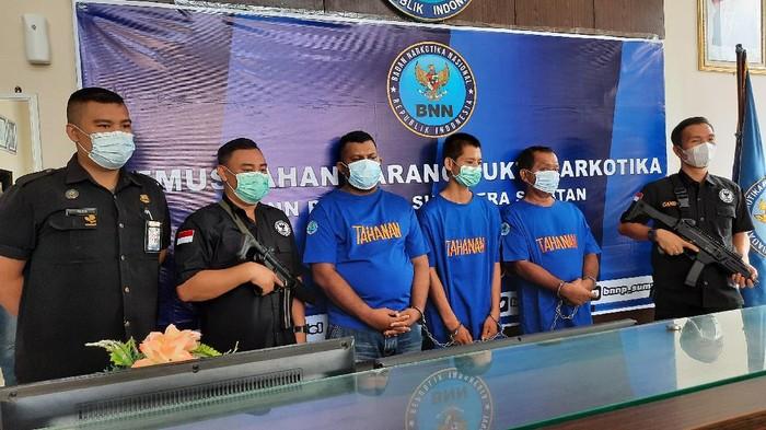Preskon penangkapan kurir sabu di BNN Sumsel (Prima Syahbana/detikcom)