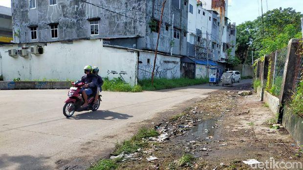 Sampah yang sempat menggunung di Jalan Nikel Raya Makassar sudah dibersihkan.