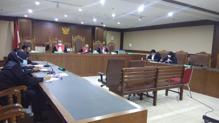 Sidang kasus korupsi alkes RS Unair (Zunita-detikcom)