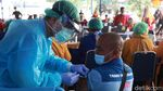 Vaksinasi Massal Pekerja Transportasi di Kota Tangerang