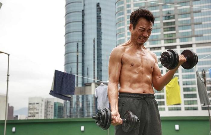 Wayne Lai adalah pemeran tokoh Cu Pat Kai dalam film Kera Sakti atau Journey to the West. Iya kamu enggak salah, cowo sixpack ini memang orangnya!