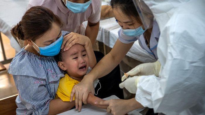 Mutasi varian baru B117 dikonfirmasi terdeteksi di Indonesia. Wakil Menteri Kesehatan RI dr Dante Saksono mengumumkan dua kasus varian Corona dari Inggris, Selasa (2/3/2021). Indonesia bukan negara pertama di Asia yang melaporkan adanya mutasi baru virus Corona B117.