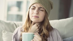 8 Makanan untuk Atasi Sakit Tenggorokan, Ada Sup Ayam hingga Pisang