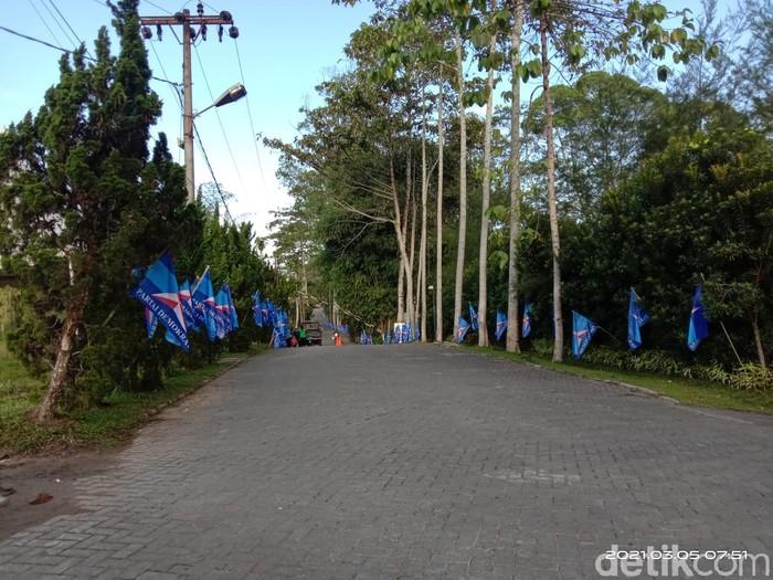 Perhelatan politik yang menamakan diri Kongres Luar Biasa (KLB) Partai Demokrat (PD) bakal digelar hari ini di Sumatera Utara. Arena KLB tersebut dijaga ketat.