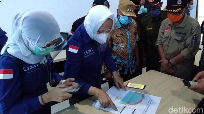 Badan Meteorologi, Klimatologi dan Geofisika (BMKG) Pusat melihat ada potensi gempa dan tsunami di perairan selatan Jawa. Ada aktivitas kegempaan di perairan selatan Jawa Timur dan intensitasnya terus meningkat.