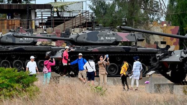 Di Kinmen County yang jadi wilayah DMZ Taiwan. Di sinilah tempat di mana tank terkubur, propaganda, dan wisatawan yang menyukai destinasi antimainstream.