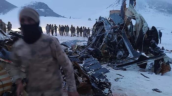Kecelakaan helikopter militer terjadi di Turki pada Kamis (4/3) waktu setempat. Sebelas tentara Turki tewas ketika helikopter yang mereka naiki jatuh karena cuaca buruk di wilayah tenggara Turki.