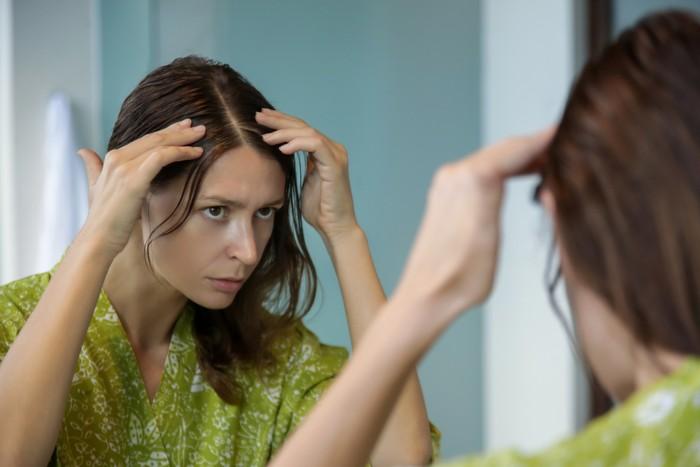 Perawatan rambut rontok. Foto: Getty Images/iStockphoto/triocean