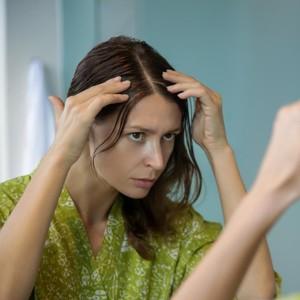 13 Tips Perawatan Rambut Rontok Anti Ribet