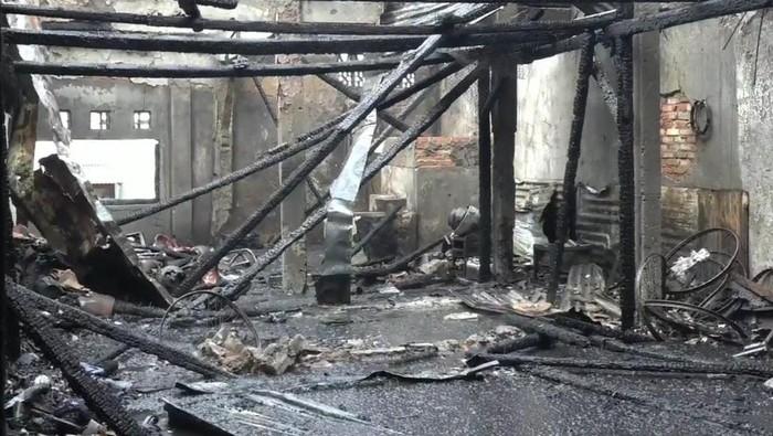 Indekos 2 lantai di Setiabudi, Jaksel, hangus terbakar. Foto dikirim Camat Setiabudi.