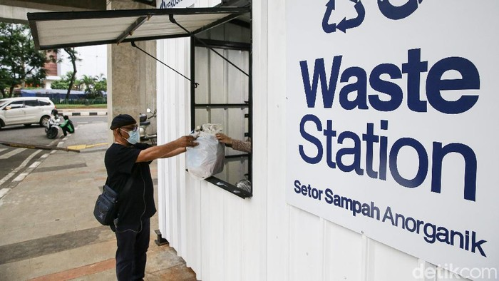 Drop Point Rekosistem yang berada di Stasiun MRT Blok M, Jakarta, membuka penampungan untuk sampah anorganik warga lho.