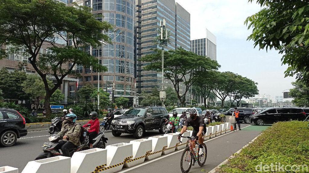 Viral Ramai-ramai Pemotor Masuk Jalur Sepeda Sudirman, Polisi Cari Pelaku