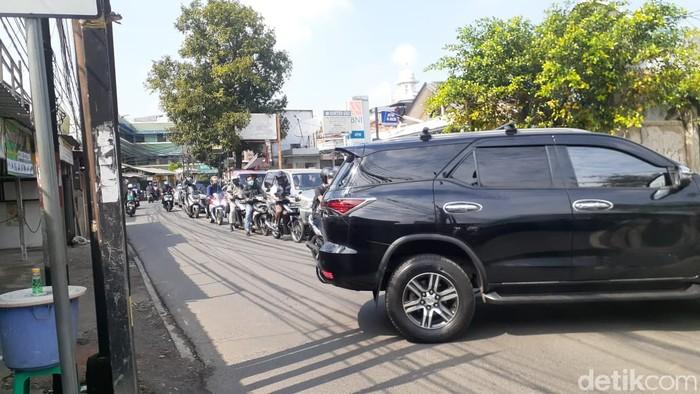 Jl Moh Kahfi 1, Jagakarsa, macet. 5 Maret 2021. (Afzal Nur Iman/detikcom)