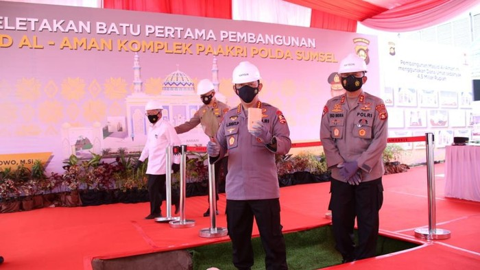 Kapolri Jenderal Listyo Sigit Prabowo meresmikan Kampung Tangguh Pe De Ka di Palembang dan peluncuran aplikasi Polisi Dukur Kito (dok Polri)