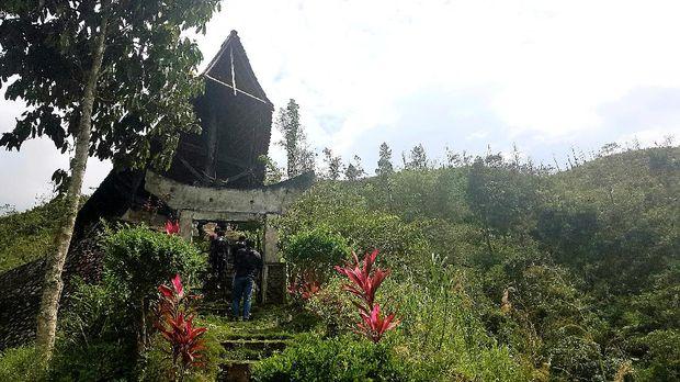 Melihat makam berbentuk kerbau di Mamasa, Sulawesi Barat.