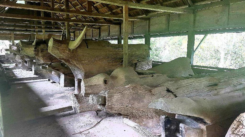 Melihat Makam Berbentuk Kerbau di Mamasa Sulbar