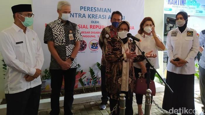 Mensos Risma saat meresmikan  Sentra Kreasi Atensi Balai Besar Rehabilitasi Sosial Penyandang Disabilitas Intelektual (BBRSPDI) Kartini Temanggung, Jumat (5/3/2021)