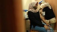 Update Vaksinasi COVID-19: Sudah 2.413.615 Orang Disuntik Dosis-1 Per 5 Maret