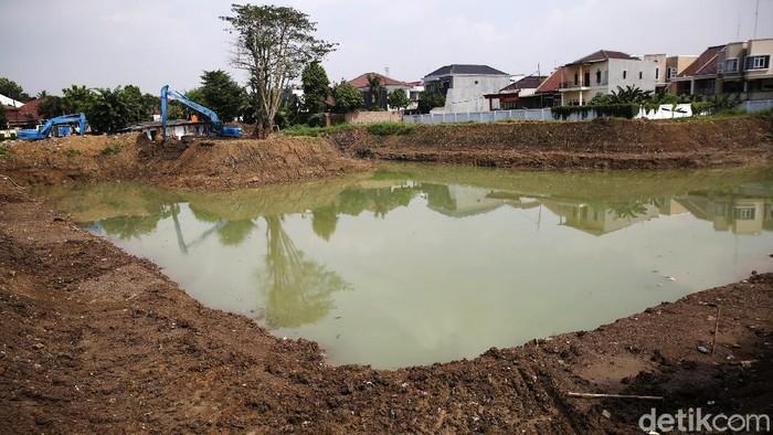 Pembangunan Waduk Wirajasa di Cipinang Melayu, Kecamatan Makasar, Jakarta Timur, terus dikebut, Jumat (5/2/2021). Saat ini progres pembangunan sudah mencapai 95 persen.