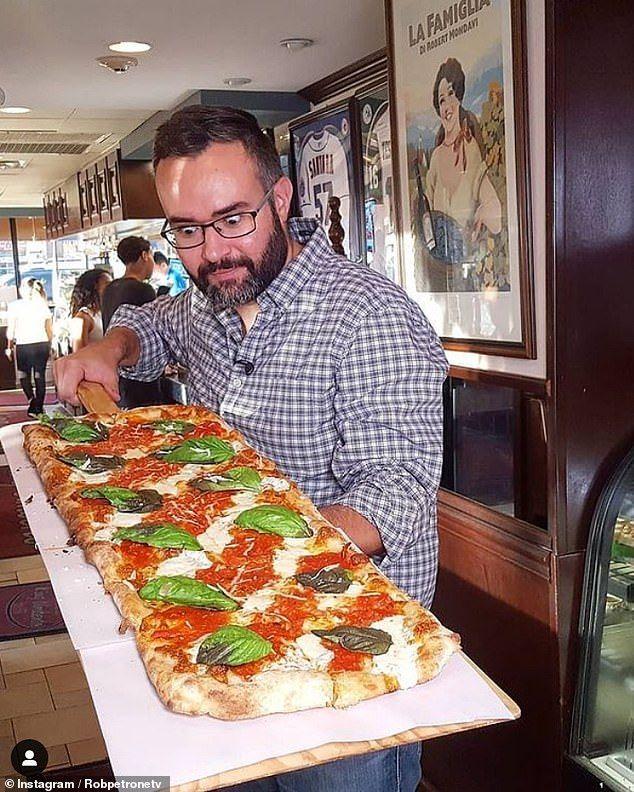 Presenter Acara Makan Ini Nyaris Meninggal Karena Terlalu Sering Makan Enak