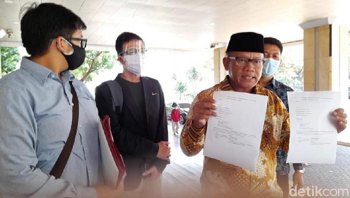 Tim kuasa hukum korban banjir DKI 2021 ke Balai Kota (Tiara Aliya/detikcom)