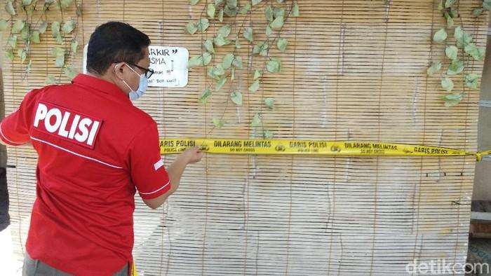TKP pria ditemukan tewas dengan bersimbah darah di kawasan Panakkukang, Makassar (Hermawan/detikcom).