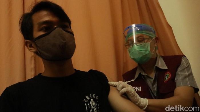 Vaksinasi pedagang pasar di Bandung