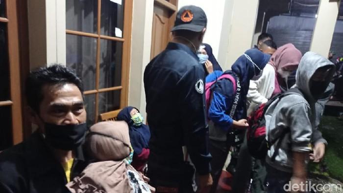 Warga Klaster Ziarah di Bandung Barat
