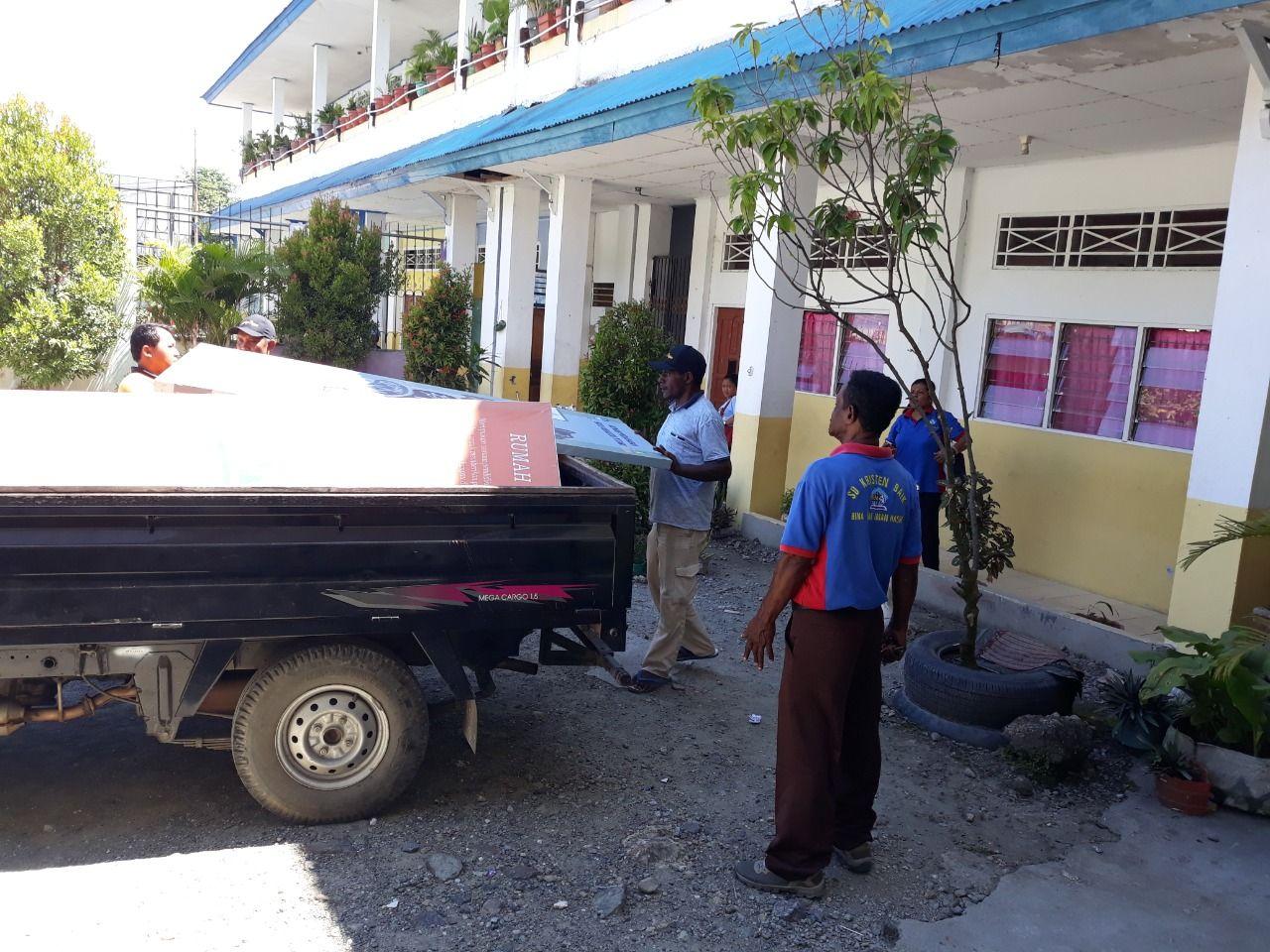 Belakos atau mobil Pick Up di Papua