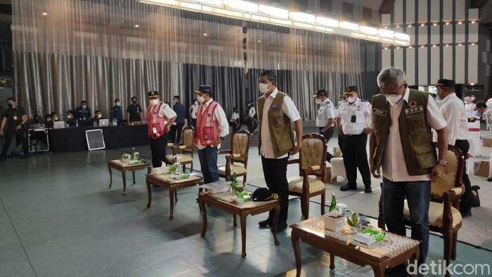 Menteri Perhubungan (Menhub) Budi Karya Sumadi dan Kepala BNPB Doni Monardo melakukan kunjungan kerja ke Politeknik Penerbangan Indonesia (PPI), Curug, Kecamatan Legok, Tangerang, Banten.