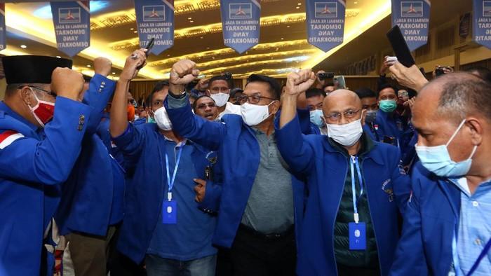 Moeldoko menyampaikan pidato perdana saat Kongres Luar Biasa (KLB) Partai Demokrat di The Hill Hotel Sibolangit, Deli Serdang, Sumatera Utara, Jumat (5/3/2021).  Berdasarkan hasil KLB, Moeldoko terpilih menjadi Ketua Umum Partai Demokrat periode 2021-2025. ANTARA FOTO/Endi Ahmad/Lmo/aww.
