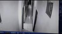 Terekam CCTV, Selebgram Ari Pratama Sempat Minta Tolong Usai Ditikam Pacar