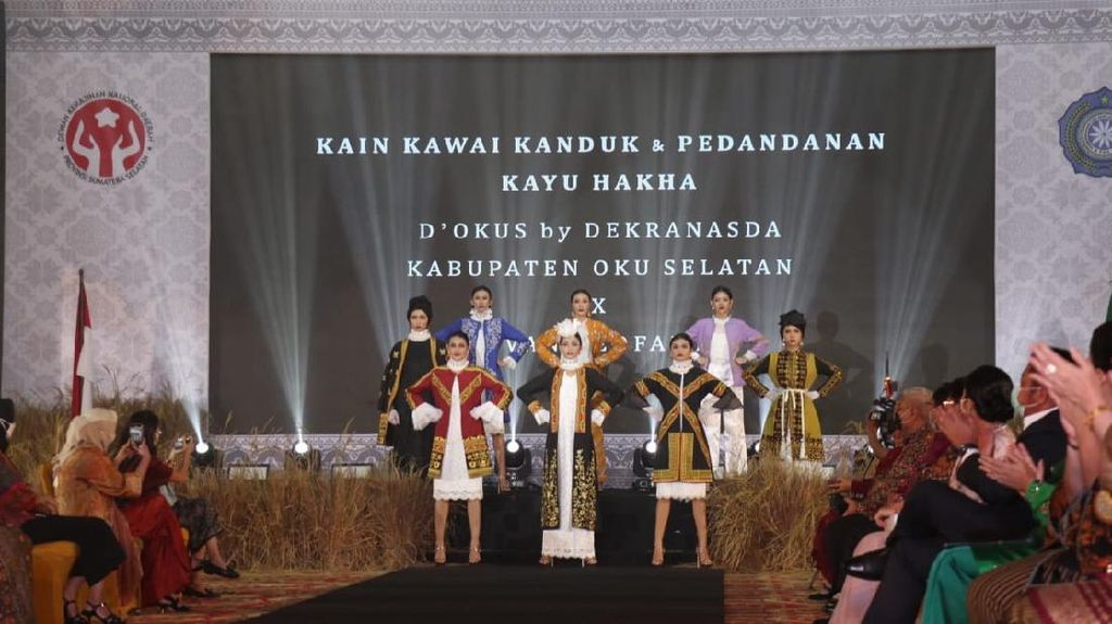Kain Khas OKU Selatan Tampil Memukau di Rakerda Dekranasda Sumsel