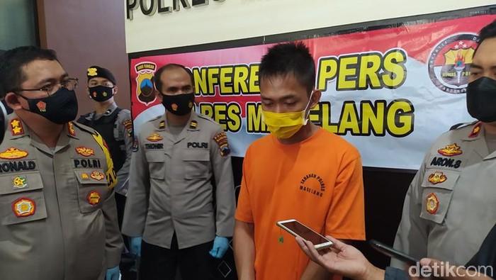 Pelaku nekat menusuk bapak calon mertuanya karena batal dijodohkan saat dihadirkan di Mapolres Magelang, Sabtu (6/3/2021)