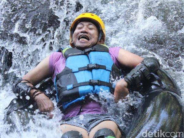 Untuk bisa menikmati wisata air itu, travelers hanya perlu membayar Rp 25 ribu hingga Rp 35 ribu untuk rute 350 meter dan Rp 85 ribu untuk rute 1 kilometer. Foto: Bima Bagaskara/detikcom