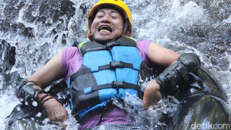 Menikmati akhir pekan dengan menjajal olahraga air yang memacu adrenalin bisa jadi pilihan travelers saat berkunjung ke Kabupaten Majalengka, Jawa Barat.