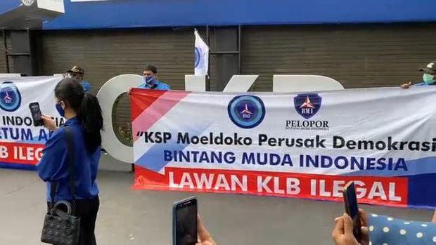 Tangkapan layar saat AHY berorasi dalam mimbar bebas DPP PD untuk melawan kongres luar biasa (KLB) PD di Sumatera Utara (Sumut) kemarin (Dok. Video PD)