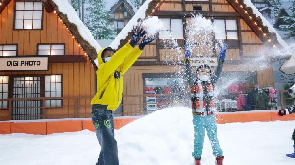 Liburan Tak Harus Jauh, Daftar Promo Trans Snow World Bintaro Aja!