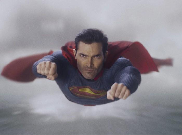 Tyler Hoechlin pemeran Superman dalam Superman & Lois