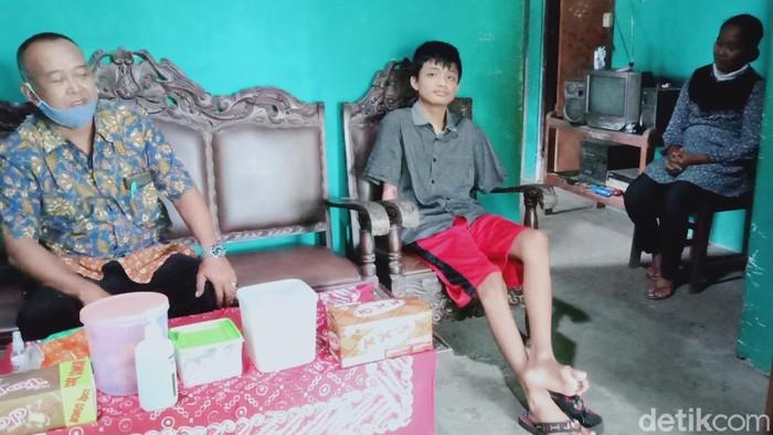 Alfian, siswa SMK Klaten yang kehilangan kedua tangan saat PKL