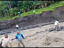 Pulang Bertani, 15 Warga Lumajang Terjebak Banjir Lahar Hujan Gunung Semeru