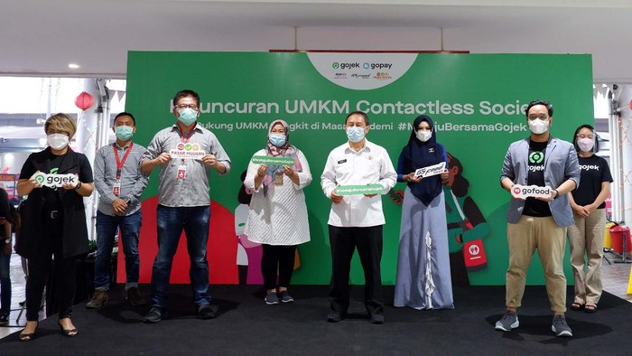 Gojek mendukung keberlangsungan bisnis UMKM kuliner di Bodetabek. Salah satu dengan mendorong contactless society lewat fasilitas pembayaran non-tunai tanpa kontak langsung.