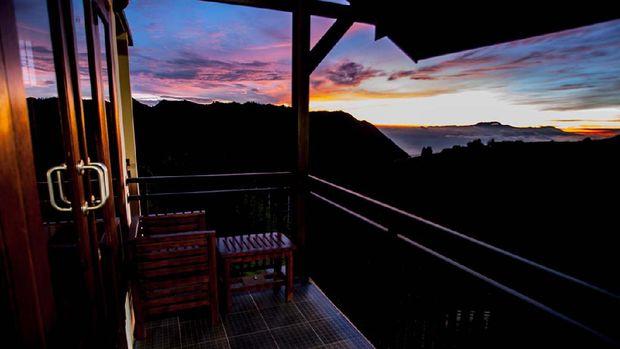 Pemandangan Gunung Bromo dari  Lava View Lodge