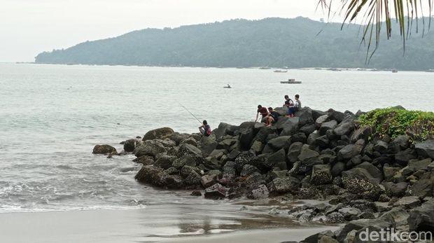 Menikmati Senja Ala Penduduk Pantai Pangandaran