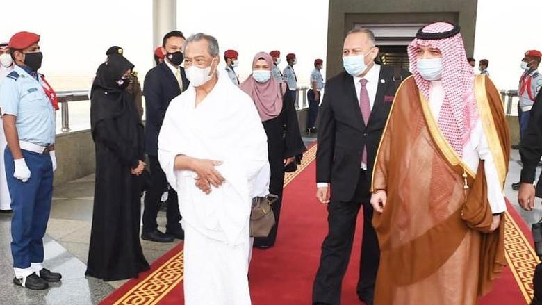 Perdana Menteri Malaysia, Tan Sri Muhyiddin Yassin tiba di Jeddah pada Sabtu (6/3). Dia menjadi pejabat pemerintah pertama yang melaksanakan umrah di tanah suci Mekah.