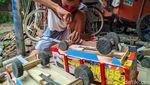 Pria Ponorogo Ini Kebanjiran Orderan Mainan Truk Oleng